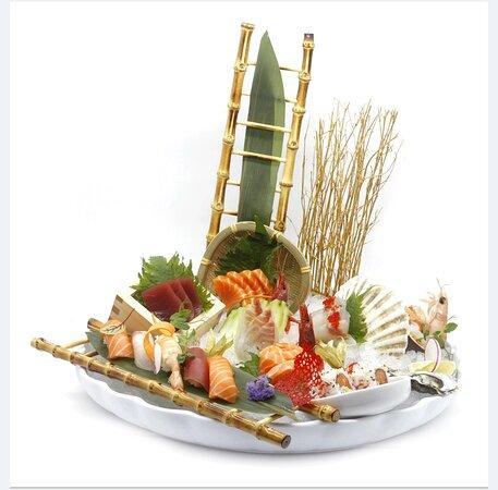 Il nostro piatto SUSHI SASHIMI GRANDEEEE!