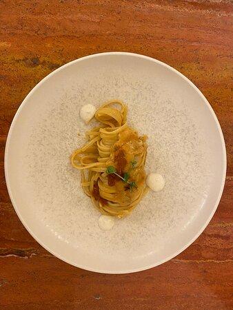 Linguina Donna Oleria ai ricci, con crema di burrata ed essenza di lime