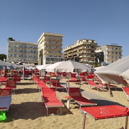 HOTEL NAPOLEON BEACH  VISTO DALLA SPIAGGIA