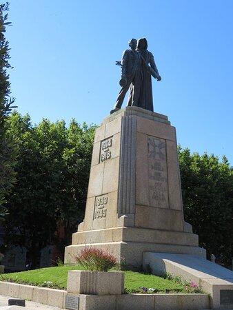 La statue vue sous un autre angle.
