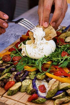 Planche végétarienne et le plaisir de la burrata, idéal pour partager entre ami.e.s