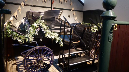 Blenheim Palace Admission Ticket: Carriage in stables exhibition