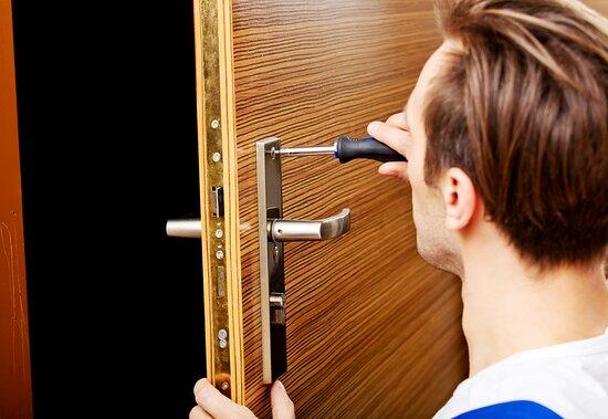 Brussels, Belgia: Dépannage a domicile 24/24h et 7/7j,ouverture des portes blindée et normale,sécurisation des porte, pose des cylindre spécial avec plan d'installation.