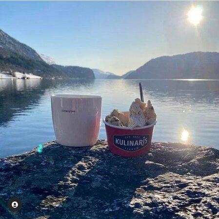 הורנינדאל, נורווגיה: Søgne kopp fås kjøpt i butikken, og spennende is fra kulinaris