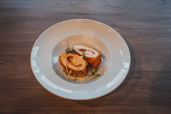 Frango recheado com presunto e queijo,risoto de cogumelos