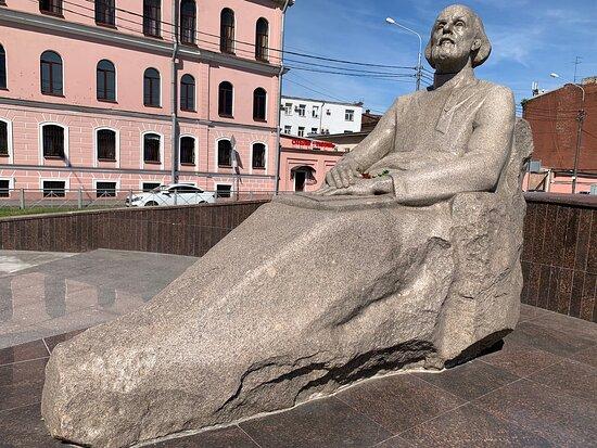 Памятник К.Э. Циолковскому на Обводном канале