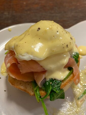 Smoked salmon, Poached egg, spinach, bechamel sauce on toasted muffin