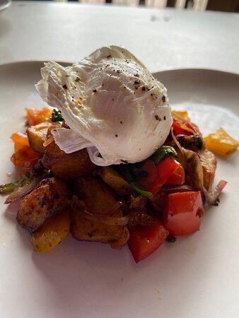 Poached egg on veg hash