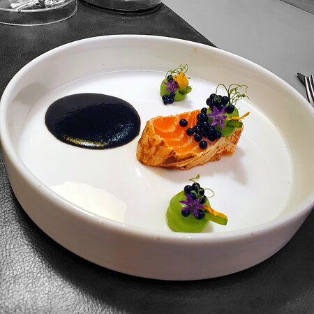 Scottish salmon \ Leek ash \ Young pea \ Kaffir lime