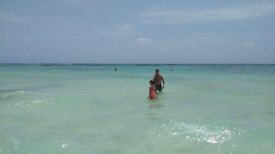 Playa del Carmen, Mexico: Un hermoso punto turístico de Quintana Roo, México, para ir en familia y disfrutar mucho. Con hermosas playas y naturaleza y un hermoso centro con locales y comercios típicos así como también con la fantastica cocina mexicana, sumado a la amabilidad de los mexicanos, siempre tan cálidos.