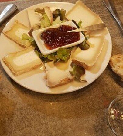 Assiette de fromages corses