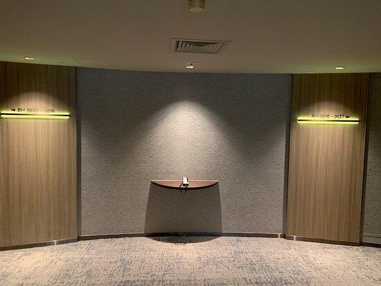 Hallway 樓層走廊