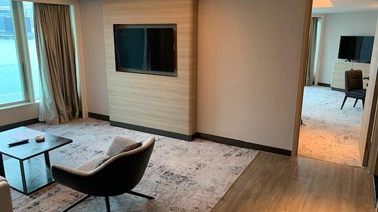 Deluxe Harbourview Suite 豪華海景套房 - Living Room 客廳