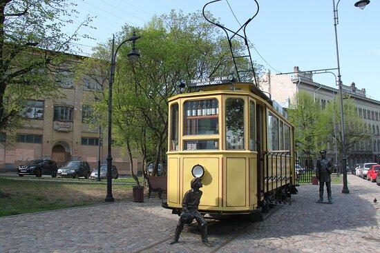 Памятник трамваю.