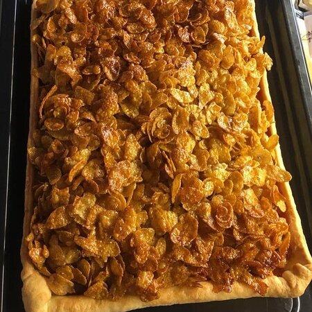 Homemade cornflake cake with hot custard 😛