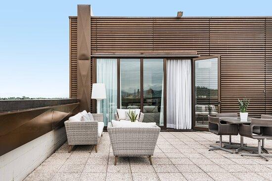 One-Bedroom King Suite - Terrace