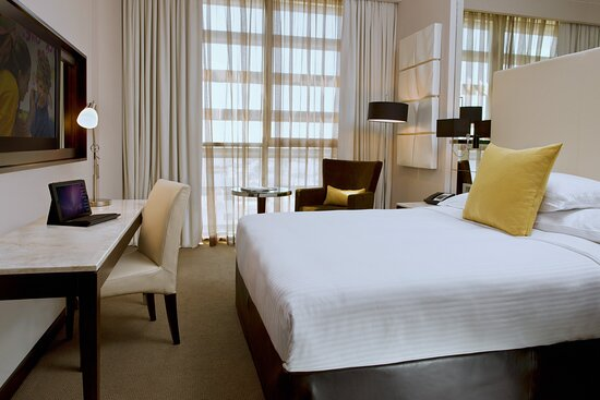 Centro Room – Queen Bed