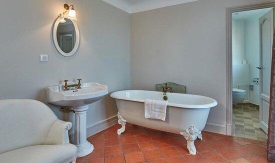 Jnr Suite Bathroom