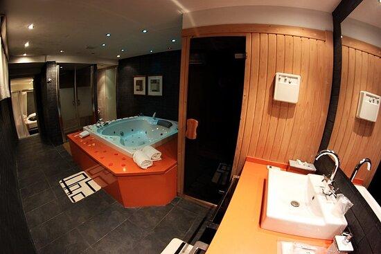 618811 Guest Room