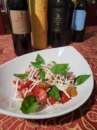 Pomodorino, cipolla rossa, ricotta salata e basilico - provare per credere :)