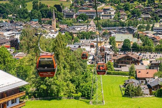Hahnenkamm Bahn Blick nach Kitzbühel