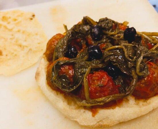 puccia ghiotta (polpette, cicorielle di camoagna, olive celline e salsina piccante)
