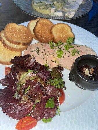 Foie gras de canard mi cuit mi maison, chutney de dattes