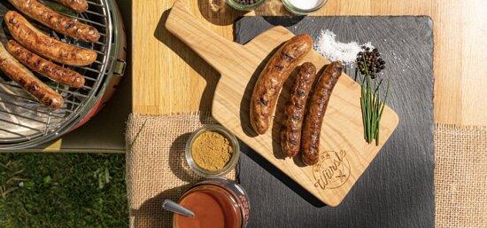 Currywurst und Salate bei Extrawürste Kiel
