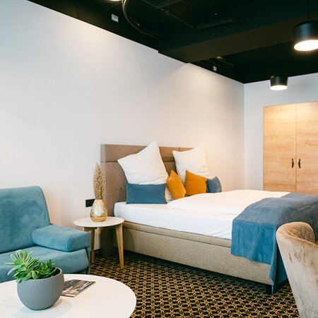 ➡️ We also offer a stylish private ♦️ BUSINESS ROOM ♦️ for those who prefer absolute privacy 🔐 but still can get the social experience that accommodation in hostel Chors offers. ✅ The room is tuned in an industrial style with a private bathroom 🛀 in standard of 4* hotel. Do you like its design? 😍 https://lnk.sk/vajx