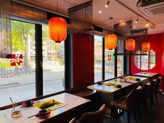 Inside Hot&Hot Amsterdam Museumplein branch. It is within walking distance from Van Gogh Museum (600 meters). The Chinese-styled decoration was designed by the boss who has architecture backgrounds.