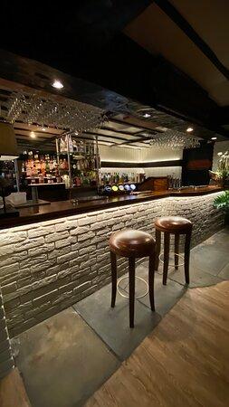 Guy's bar