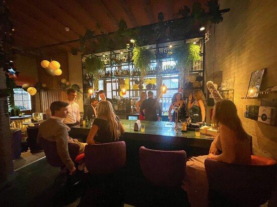 Bar van The Lounge wine & dine