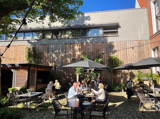 The Lounge wine & dine. Dineren in de tuin
