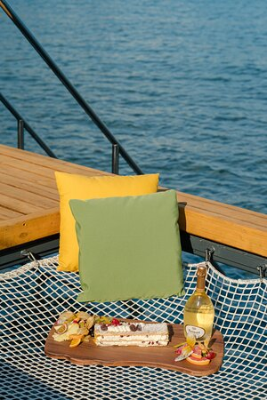 FOLIE VIP SEA NET  The ultimate luxurious experience includes a sea net and two sun loungers right in front of the sea.