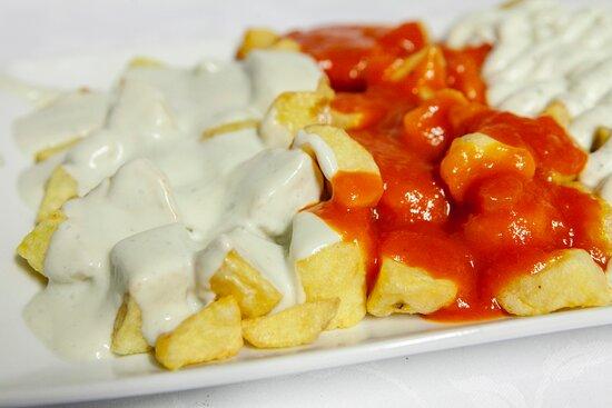 Patatas con 3 salsas