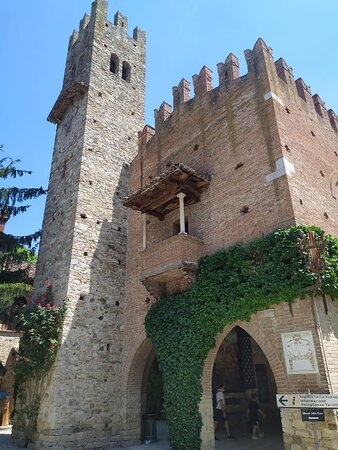portici in piazza principale