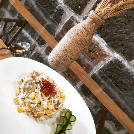 Салат с курицей,кукурузой и грибами