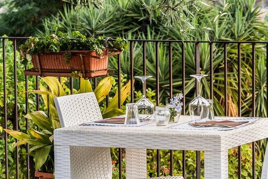 Tavolo con Vista Giardino