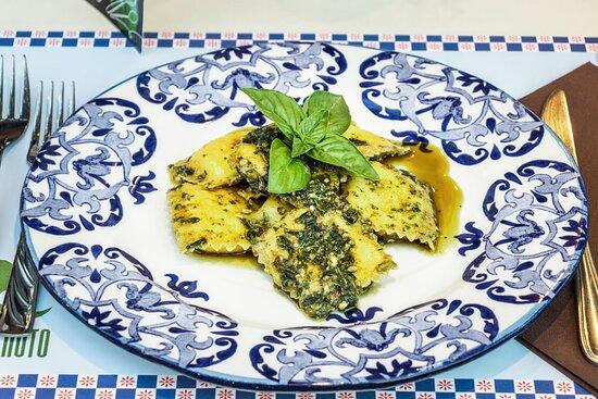 Ravioli di Burrata con Pesto di Basilico Nostrano