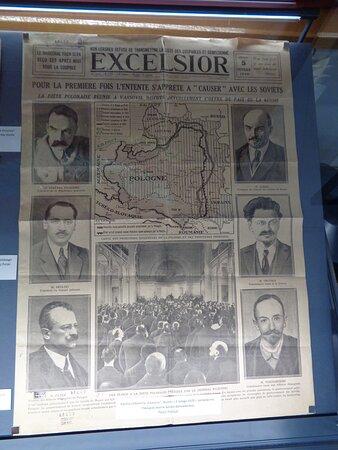 """Dużo jest oryginalnych dokumentów , odznaczeń , korespondencji czy starych gazet. Tu dla przykładu nr gazety codziennej """"Excelsior"""" z 05 02.1920 donoszącej o wojnie polsko - bolszewickiej."""