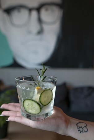 Gin & Tonic with cucumber, lemon and rosemary