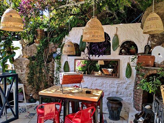 Castle Cafe & Bar
