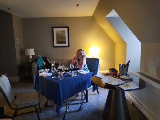 le petit déjeuner à la chambre