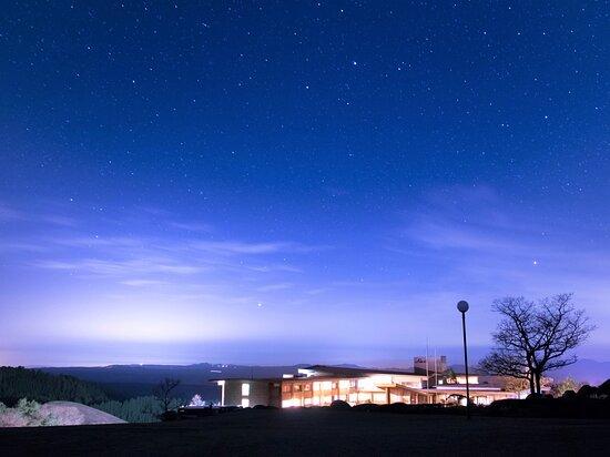 阿蘇の空に広がる満天の星空をお楽しみいただけます。20:30よりご案内している「星空さんぽ」も好評です!