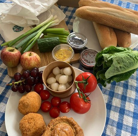 Crowthorne, UK: Ploughman's Lunch - pre order only