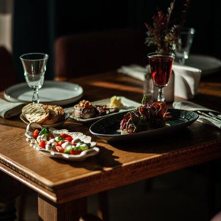 Солнечный луч, так и приглашает Вас провести обеденный перерыв в Marcello Restaurant.  Наши двери для Вас всегда открыты!