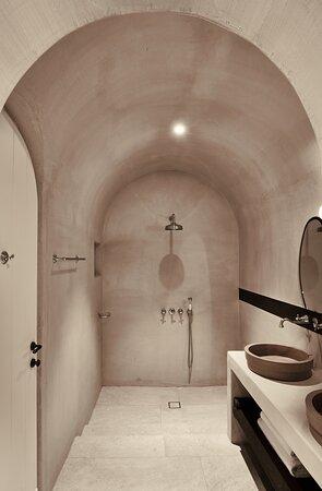 Tarina Suite Bathroom