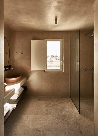 Saga Suite Bathroom