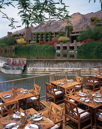 Flying V Outdoor Dining
