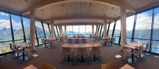 Come and visit us on top of Nesaksla mountain, Åndalsnes. Enjoy your dinner and lunch with Norwegian nature view.